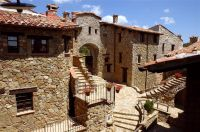 Stone-Fortified-Hamlet-In-Tavernelle-Italy-8